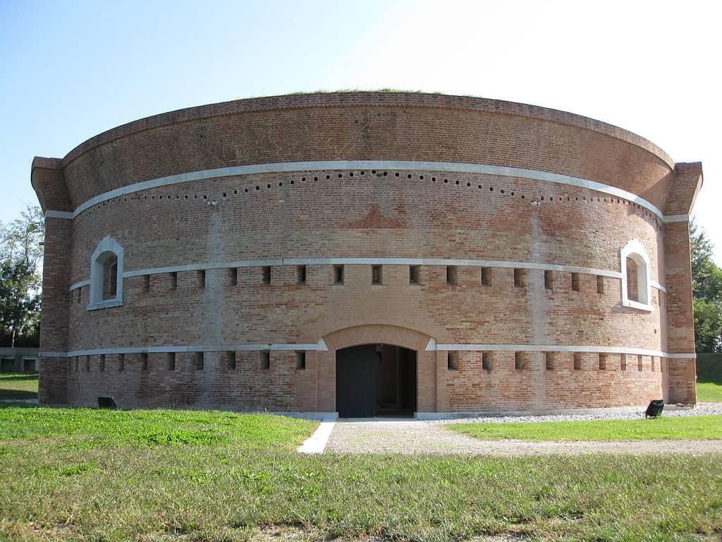 Cosa fare a Sant'Erasmo: la torre Massimiliana