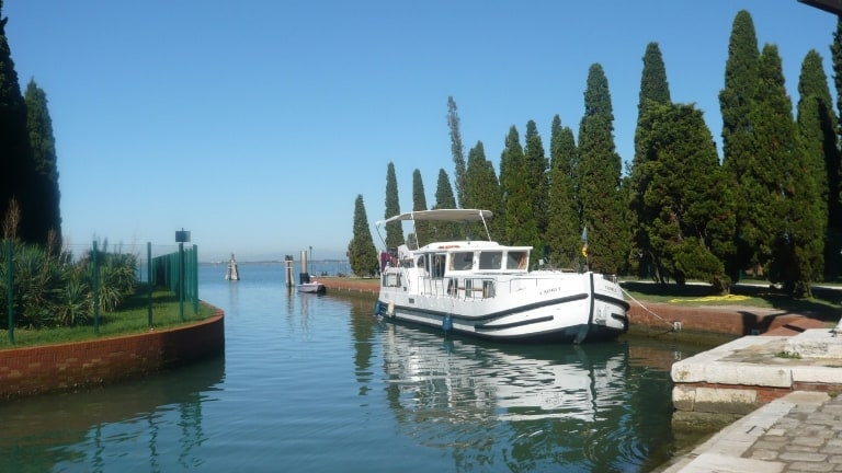 Sustainable Holidays: typical ship for private trasport