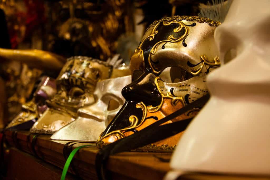 Storia delle maschere: la Baùta