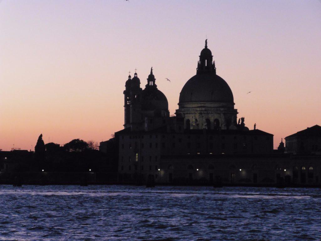 Venedig bei Nacht – Erleben Sie die Stadt mit Touren
