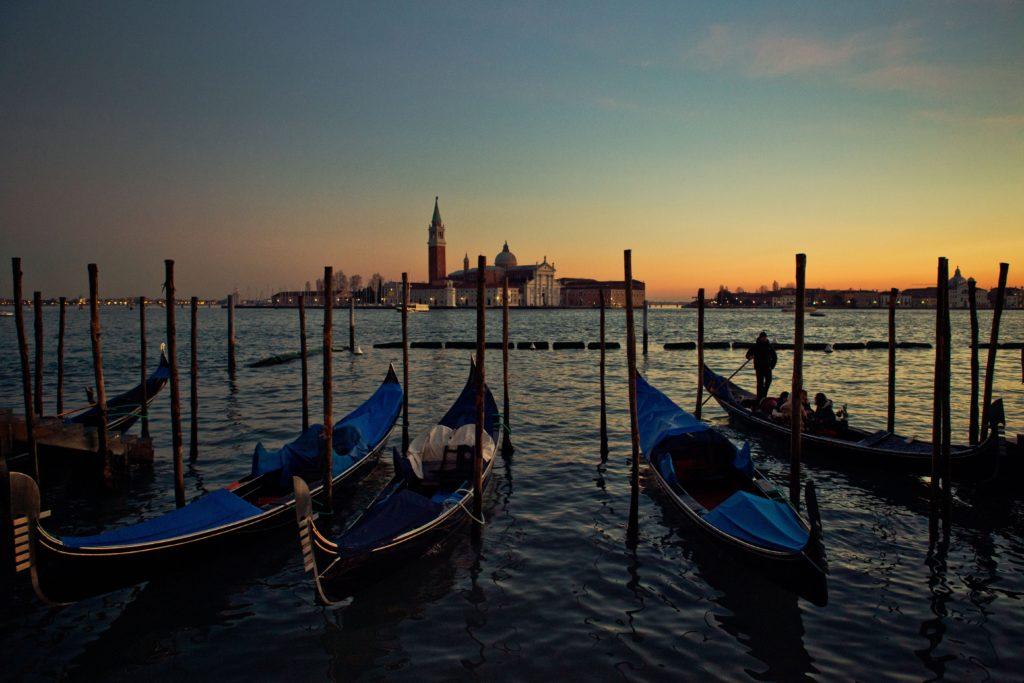 Venedig gondel bei nacht