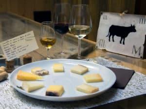 Prodotti tipici veneti - degustazione formaggi e vini